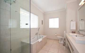 The Robberg Beach Lodge View Suite R9 Plettenberg Bay Bathroom Shower And Bath